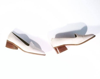 Vintage 90's | Minimal cream leather stacked heel loafers / slippers | Size 6.5 / 37
