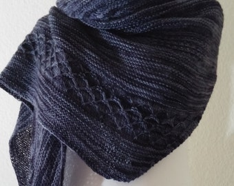 Scarf / shawl knitted oversized, soft and versatile portable.