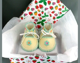 Hand Made Lined Baby Shoes in 100% Pure Wool Felt. Gift Boxed. 0-3 months OOAK