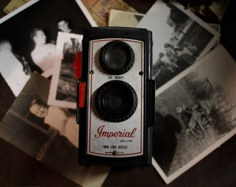 Vintage 1950's Imperial Deluxe Twin Lens Reflex Camera