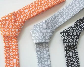 Skinny Tie. Grey Loops print. Grey Tie. Grey Skinny Tie. Grey printed Tie