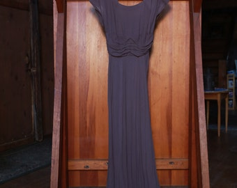 Elegant and timeless 1940's Evening Gown in Dusty Plum