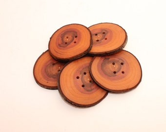 """Set of 5 plum wooden buttons 