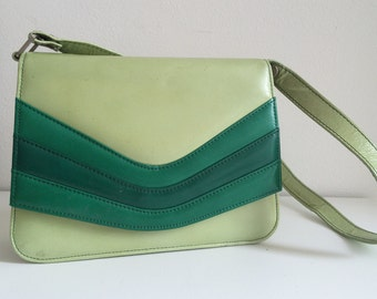 Unusual 70's tricolor green leather purse with adjustable shoulder strap