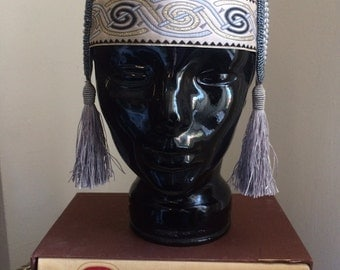 1920's style headdress in silver and blue