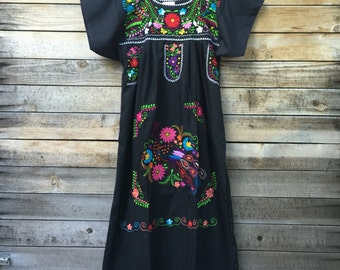 Women's mexican dress - mexican embroidered dress - mexican dress black - black