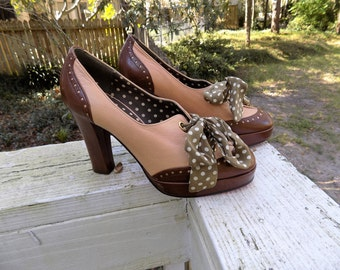 Vintage 40's Style Betsey Johnson Platform Two-Tone Spectator Heels with Bow Ties Size 7.5M