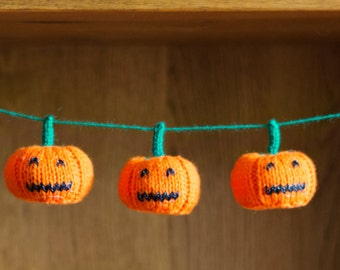 Handmade knitted mini pumpkin Halloween/Thanksgiving garland/bunting