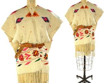 70s Woven Blanket Poncho / Vintage 1970s Mexican Serape with Fringe / Handwoven Hippie / Boho / Southwest / Gypsy / Bohemian Saltillo Poncho