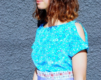 Twizzle Dress ONE-SIZE bright blue, eco style, floral, reversible belt, peekaboo shoulder, upcycled, one of a kind, handmade, travel, 1920's