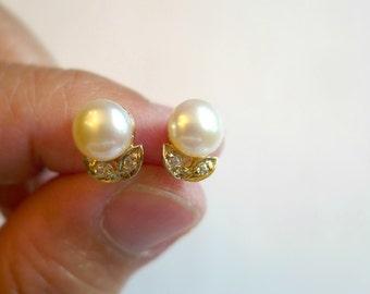 Filadelfa . off white cultured pearl earrings . GP 14K