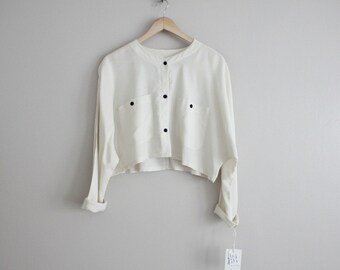 long sleeve crop top / cropped blouse / white crop top