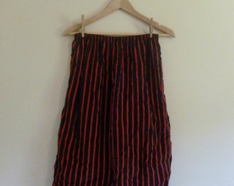 138 - Vintage 80s black and red striped skirt - Size S