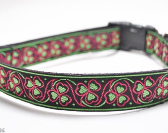 Shamrock Dog Collar in Raspberry / Luck of the Irish in Raspberry / 4 Leaf Clover