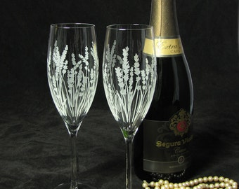 2 Personalized Wedding Champagne Flutes with Lavender, Wedding Gift for Couple, Spring, Summer Wedding