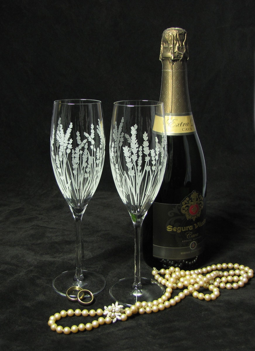 new 2 personalized wedding champagne flutes with lavender