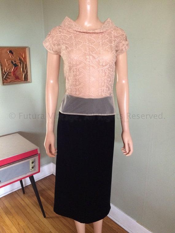"""1950s Elegant Timeless Black Velvet High Waist Fitted Skirt w/ Metal Zipper-S 26"""" waist"""