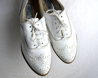 Vintage White Mountain Leather Wingtip Shoes - Size 7 1/2