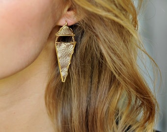 Triangle Dangle Leather Earring in Gilt | R15-E17 GLT