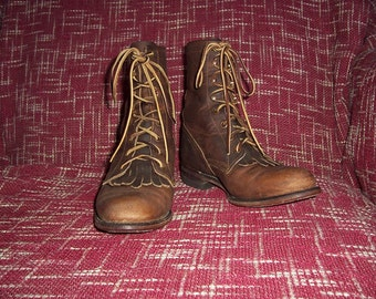 Vintage Justin  Lace up Ropers #LO575 Womens size 5B classic Leather Soles Excellent Condition no flaws just minor wear