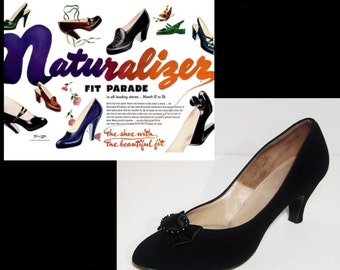 1950s Naturalizer black suede pumps ~ 7 1/2 ~ 7.5 ~ kitten high heels ~ Made in USA ~ Marilyn Monroe bombshell shoes ~ beaded satin bows 50s