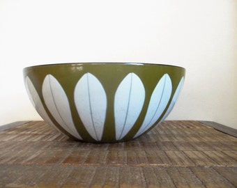 "Vintage 9.5"" Cathrineholm Lotus Bowl Avocado Green and White Enamel"