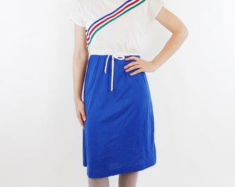 Vintage 80's polyester dress, color blocked, blue & white, diagonal striped ribbon across chest, thin belt - Medium