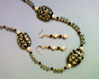 Black, cream, seafoam green necklace and earrings (0718)