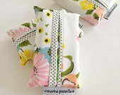 travel tissue case / tissue holder --  vintage floral