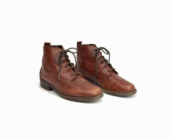 Vintage 90s Brown Leather Ankle Boots / Lace Up Boots - women's 7.5
