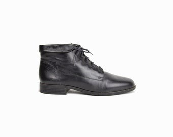 90s Vintage Black Leather Ankle Boots / Women's Lace Up Booties / Fold Over Boots - women's 9