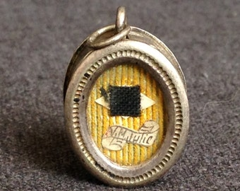 Antique precious sealed pendant locket relic. French Sacred Heart of Jesus pious souvenir religious medal.