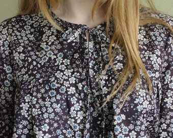 Eggplant Floral Lawn Malin Pullover