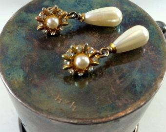 Gold starburst dangle earrings