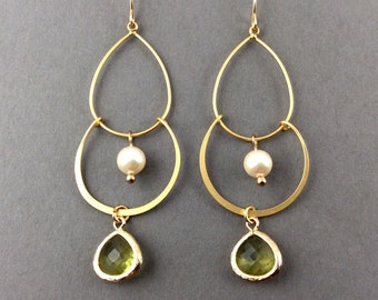 Gold Pearl Earrings With Chandelier Gold Links White Pearls And Peridot Glass Pendant