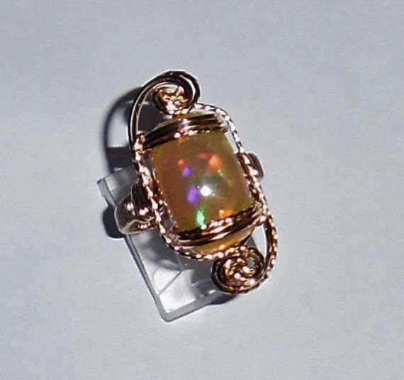 9 ct Free Form Brilliant Puzzle Welo Opal, 14kt yellow gold ring size 8