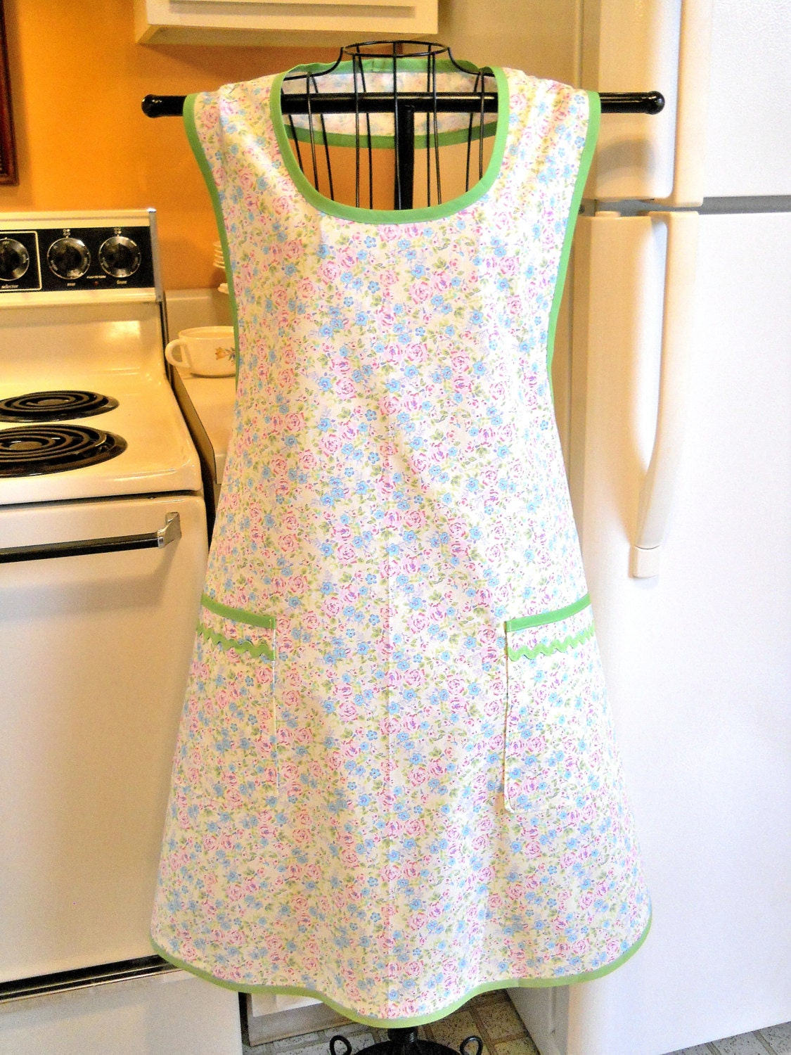 grandma style old fashioned full apron by thefortiesrevisited. Black Bedroom Furniture Sets. Home Design Ideas
