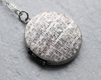 Silver Locket... Vintage Etched Engraved Round Locket