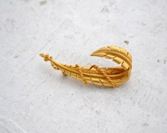 1960s Gold Curled Feather Brooch