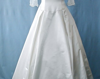 SALE This is a fabulous Nancy Issler wedding dress