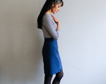 80s or 90s skirt: gray blue wool, front zipper feature, straight shape, S size, chic or office attire, basic, 90s fashion.