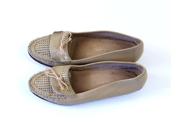 vtg 80s tan CUT OUT perforated leather LOAFERS 6.5 oxfords flats boho shoes boho hippie preppy woven taupe