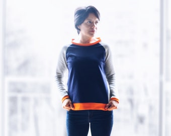 Original diagonal women sweatshirt, organic cotton. Raglan sleeve, three blocks color. No logo sweatshirt. Sizes from S to XL.
