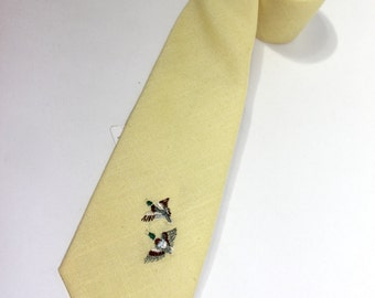 """vintage 1980's -Andhurst- Men's neck tie. 'New Old Stock' with tags. Solid Yellow - Linen look - Embroidered ducks. 3"""" wide"""