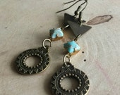 Vintage turquoise dangle earrings//turquoise jewelry//handmade earrings//brass jewelry