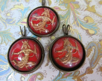 Vintage  Goddess  Glass Cabochons In  Setting