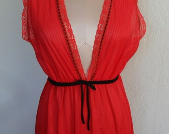 Vintage Nightgown Red Nylon by Glencraft Size Large Grecian style Pleated