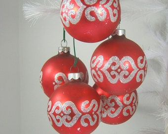 Vintage MOD SiLVER GLiTTER ORNAMENTS Set/5 RED Glass Christmas Tree Holiday Decorations
