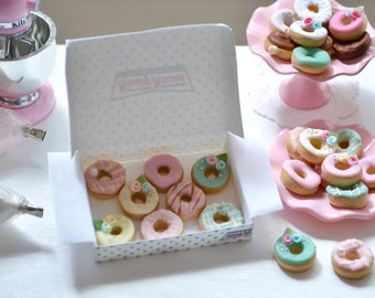1:6 Scale Play Scale Shabby Chic Miniature Doughnuts