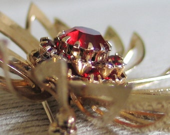 Vintage 1960s SARAH COVENTRY Gold Tone Swirl Brooch Pin with Domed Ruby Red Settings